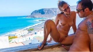 SCOPATA IN POSTO ABBANDONATO sul mare - URBEX SEX