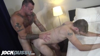 JockPussy - 1st-time FTM screams pussy-fucked by musc DILF