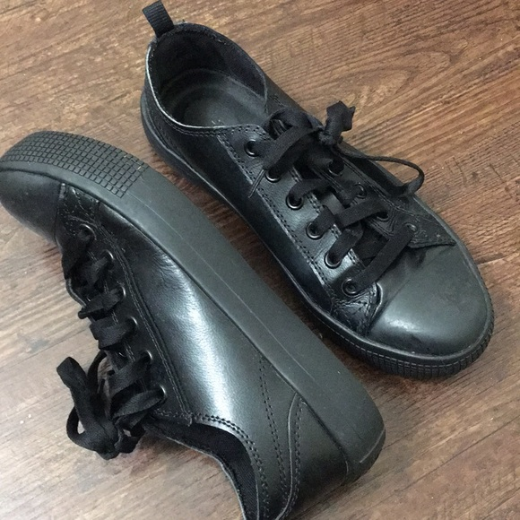 Where To Find Non Slip Black Shoes