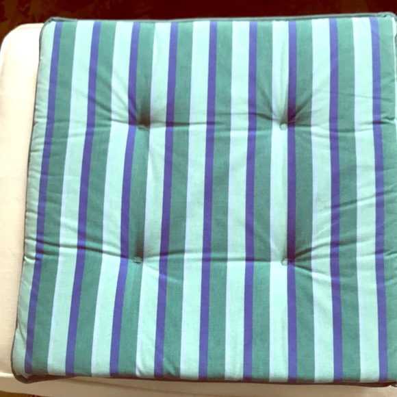 set of 4 patio chair cushions by pier 1