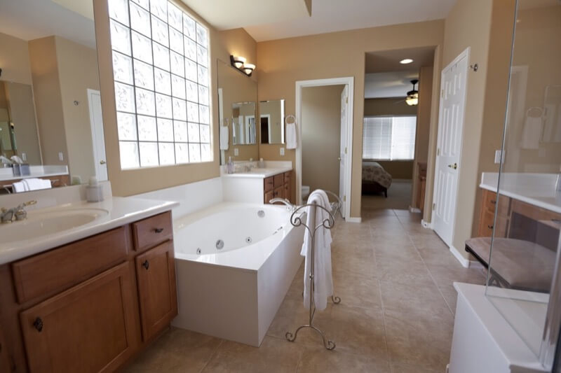 Should You Include A Water Closet In Your Bathroom Design Thebathoutlet Com