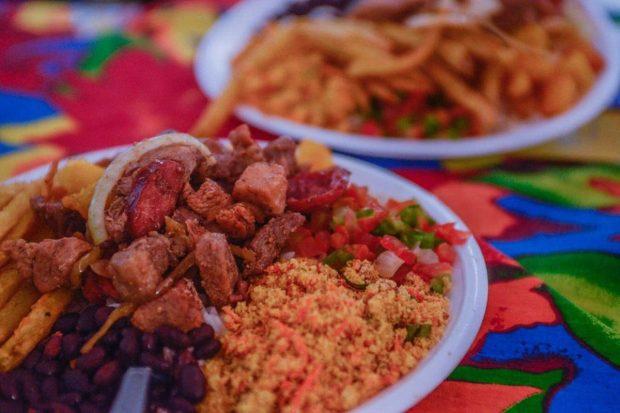 Culinária diversificada é atração na Feira da Bondade