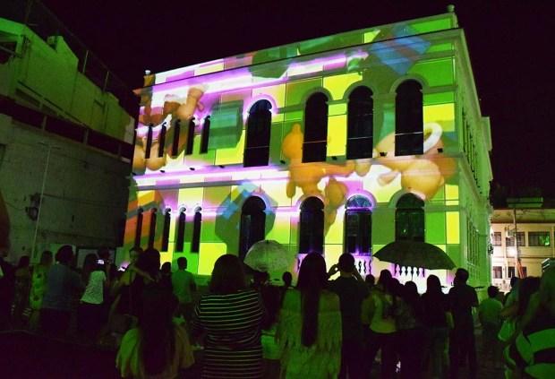 Final de semana com oito exibições de video mapping na Praça Jerônimo Monteiro
