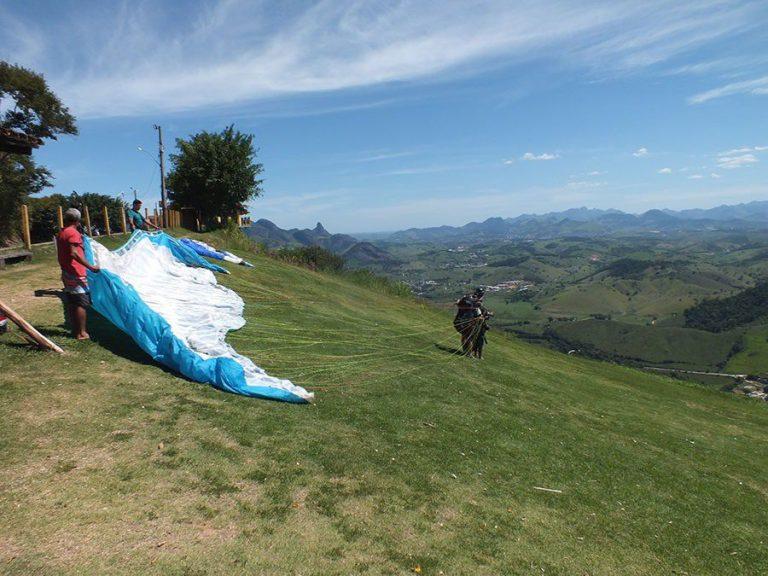 Piloto de parapente sofre acidente após decolagem na Rampa do Mirante