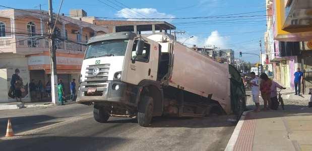Rompimento de rede do Saae deixa moradores sem água em Marataízes