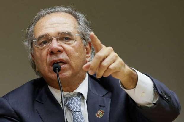 Com dólar alto, Guedes sugere trocar Disney por Cachoeiro