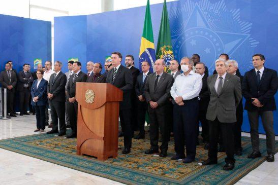 Bolsonaro diz que Moro topou troca de diretor por indicação ao STF