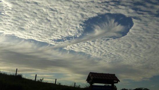 Foto do dia: nuvem em forma de funil invade céu no Sul do Estado