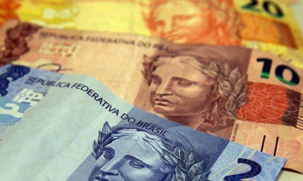 Governo reduz salário mínimo para 2021 e valor ficará em R$ 1.067
