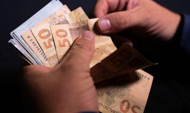 Governo federal prevê salário mínimo de R$ 1.088 para 2021