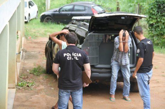 Polícia faz operação em Mimoso do Sul, prende 4 e apreende armas