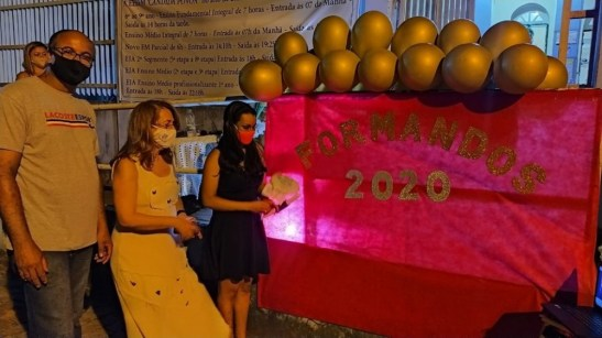 Escola estadual de Apiacá inova com formatura no formato drive thru