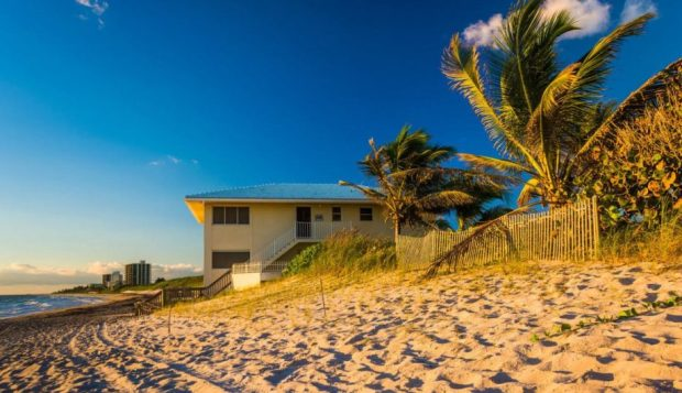 Procon de Cachoeiro alerta sobre cuidados com aluguel de casas na praia