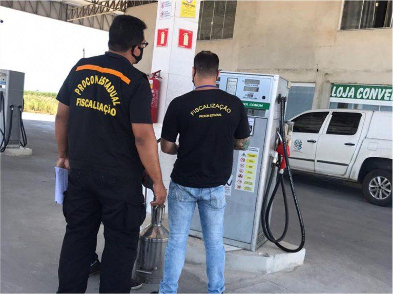 Procon estadual fiscaliza postos de combustíveis em Marataízes