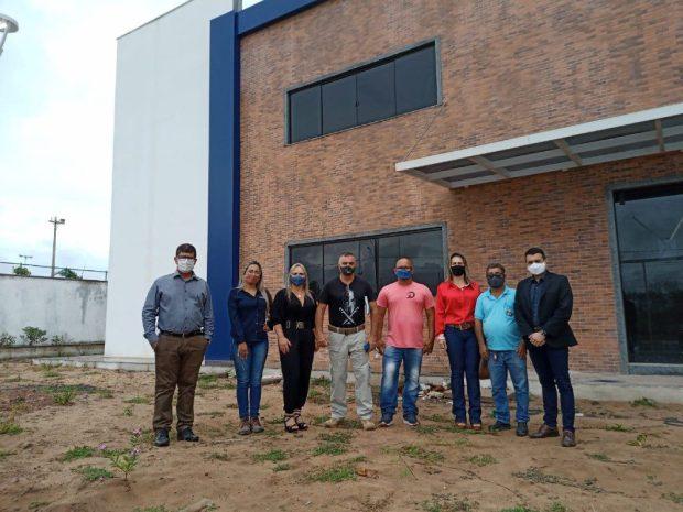 Prefeito e secretária de Guaçuí visitam escola cívico-militar de Kennedy