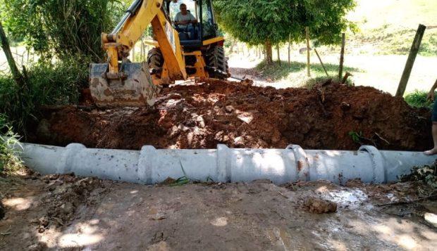 Estradas rurais de São Vicente e Itaoca recebem manutenção e melhorias