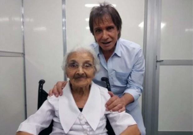 Roberto Carlos faz homenagem à Irmã Fausta nas redes sociais