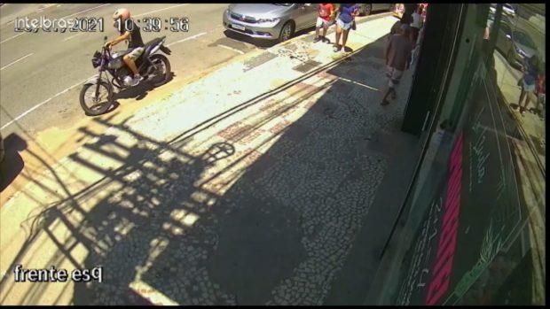 Bandido aproveita descuido e rouba moto no Centro de Cachoeiro