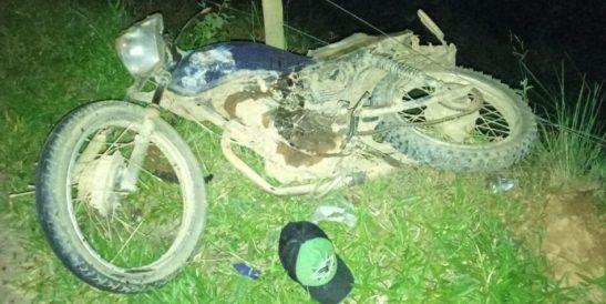 Dois homens de moto morrem ao colidir contra Uno entre Alegre e Ibitirama