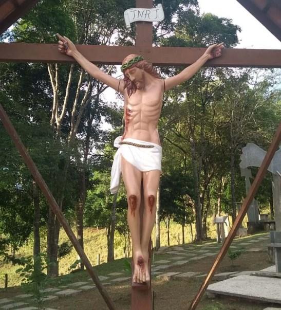 Imagem de Cristo passa por reforma e recupera dedo destruído em vendaval