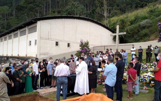 Emoção e homenagens na despedida de Camilo Cola