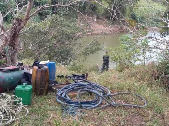 Garimpo clandestino de ouro é interditado no Rio Itapemirim