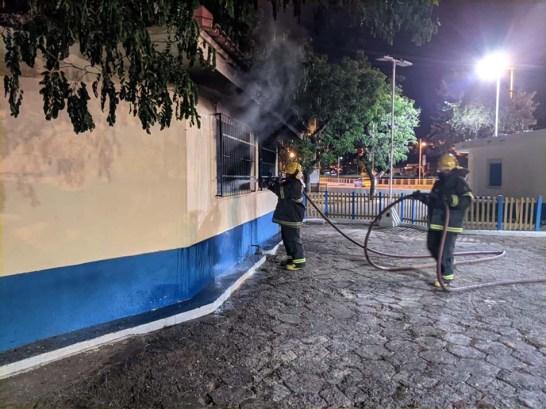 Prefeitura apura o que causou incêndio em estrutura na Praça de Fátima