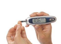 7426289d6 مرض السكري هو اسم يجمع بين العديد من الأمراض. يتميز كل منها بزيادة في تركيز  الجلوكوز في الدم. هناك أنواع مختلفة من مرض السكري. أسبابها مختلفة.