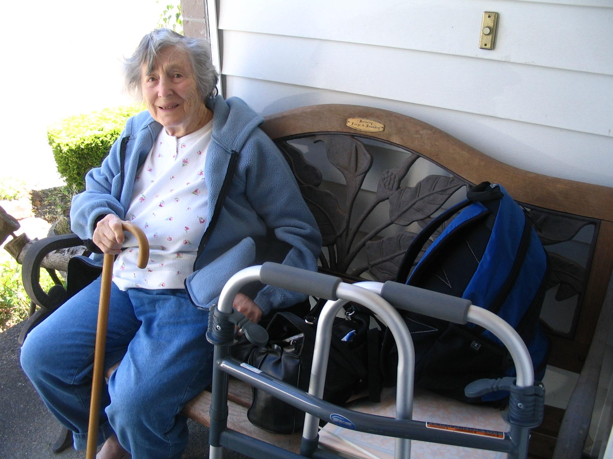 (c)2009 Em https://diabetesdietdialogue.wordpress.com 2009-6 Our Fire - Mum, meds and photos