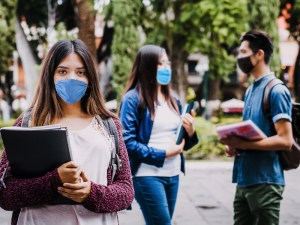 Mexican students wearing masks to prevent coronavirus infection