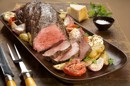 Beef Tenderloin Roast with Garlic-Roasted Vegetables Recipe Photo - Diabetic Gourmet Magazine Recipes