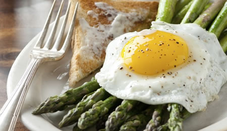 Fresh Asparagus Topped with Sunny-Side Up Eggs Recipe Photo - Diabetic Gourmet Magazine Recipes