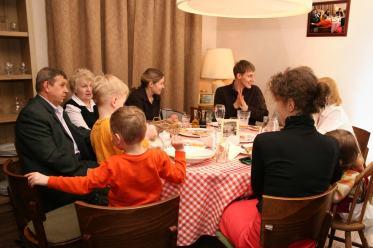 dinnerfamily40