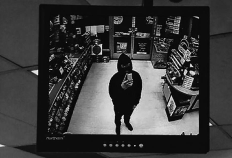 50JPG_Robbery-Selfie_camco-1024x697