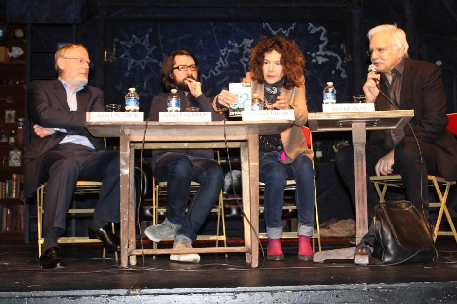 De gauche à droite : Jean Lacoste (En attendant Nadeau), Johan Faerber (Diacritik), Dominique Dupart (Vacarme) et Alain Nicolas (L'Humanité, animateur de la table ronde)