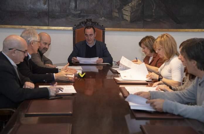 Abel Ibáñez durant la reunió de la comissió de govern