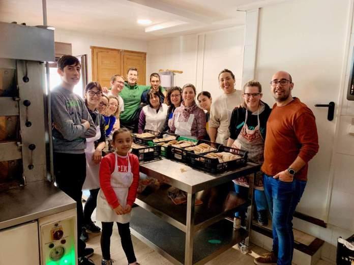 Elaboració dels pastissos per a Sant Antoni a Portell