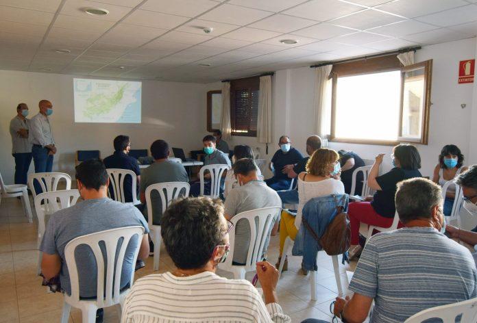 Reunió mantinguda a Cinctorres entre els responsables de Maestrazgo-Els Ports i els alcaldes de la comarca