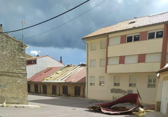 Desperfectes provocats per un tornado a Vilafranca al carrer Eres Torreta
