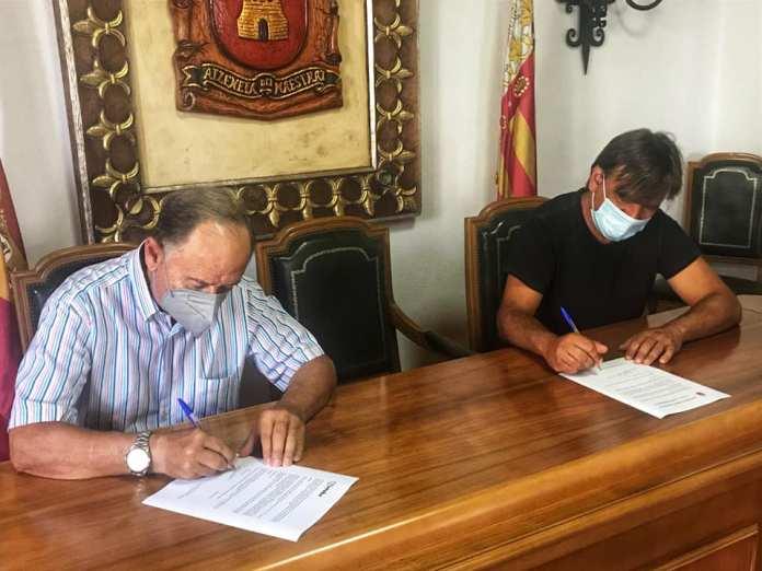 Signatura del conveni a Atzeneta (Foto, Ajuntament)