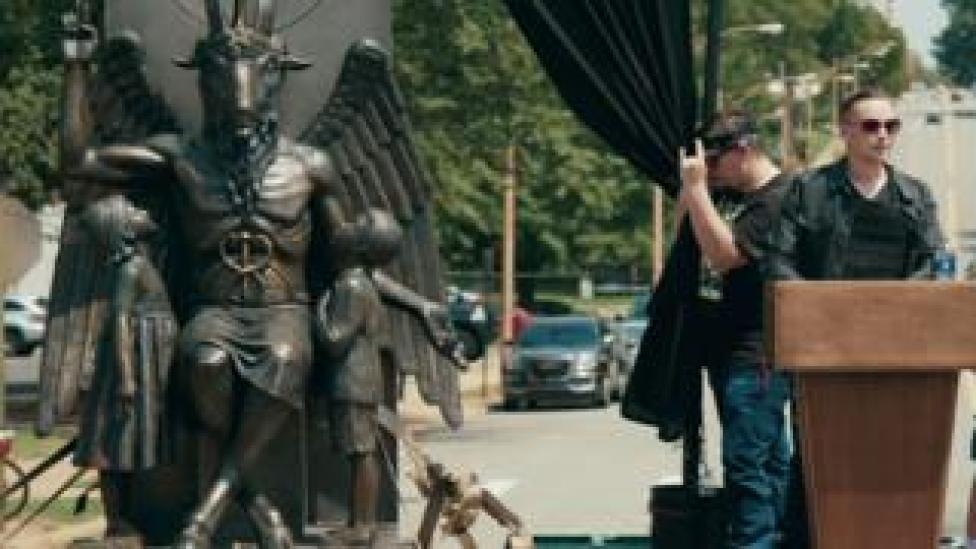 Cuplikan gambar dari Hail Satan?