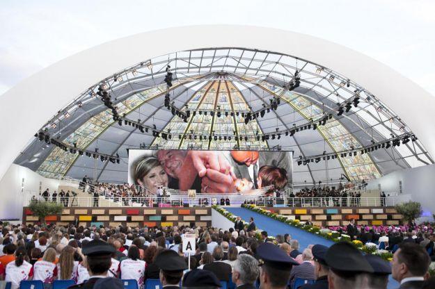 Il Papa  rientrato a Citt del Vaticano dopo il bagno di folla vissuto al Parco Nord scritte