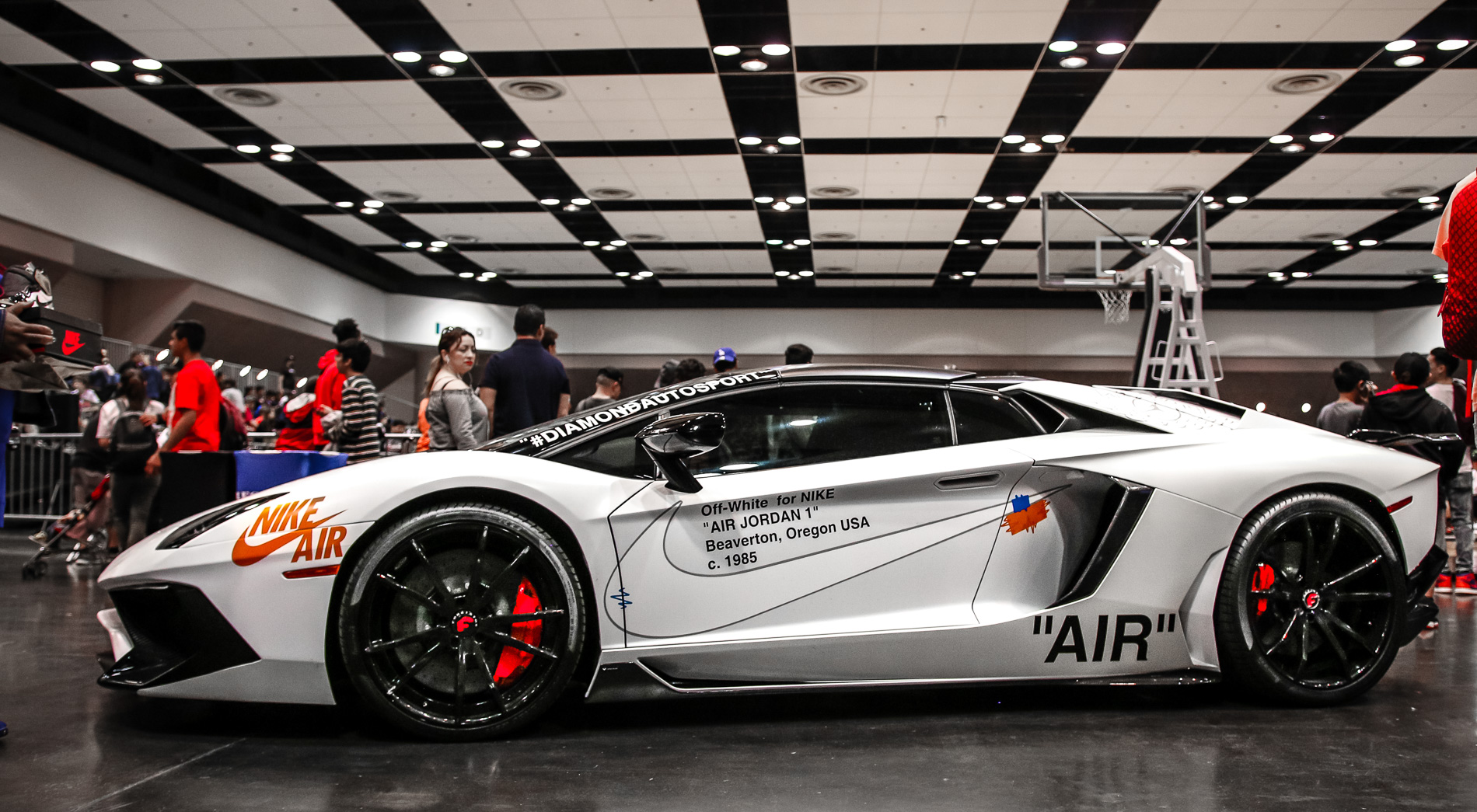 Off White Lamborghini Aventador Diamond Autosport
