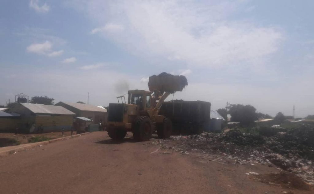 Rubbish being conveyed from the Lamashegu illegal dumping site