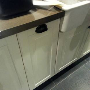 This cabinet's handle gives the impression that it is a pull out system...