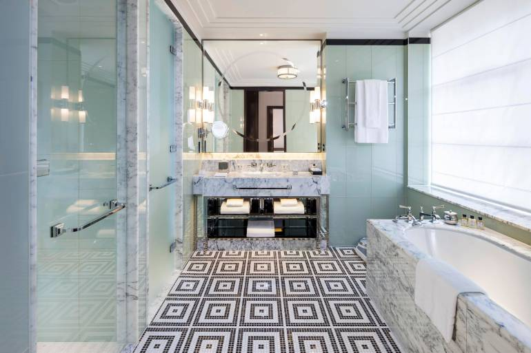 the-beaumont-bathroom-with-bath