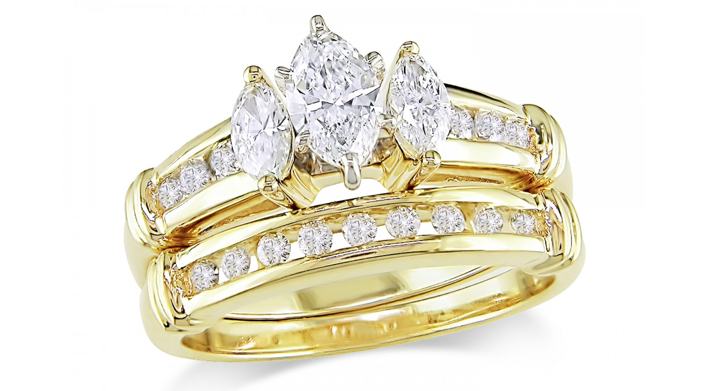 Why Gold Engagement Rings Still Rock  Black Diamond Ring