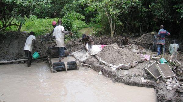 Diggers in Liberia
