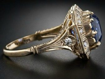 Side view: 8.62 carat Art Deco-style sapphire and diamond ring. Via Diamonds in the Library.