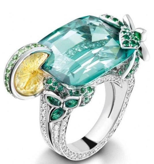 Piaget Mojito ring, 18-carat white gold ring set with 182 brilliant-cut diamonds, 1 cushion-cut green tourmaline, 1 carved citrine, 16 round-cut tsavorites, and 128 emeralds.